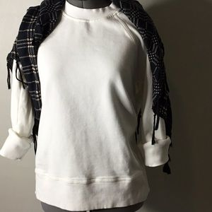 Tops - Casual off white sweatshirt